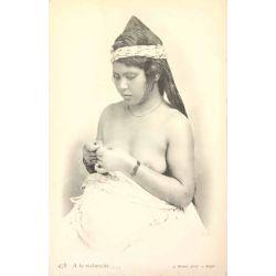 CPA Bédouine sein nu, Algérie, Geiser 478, a la recherche.
