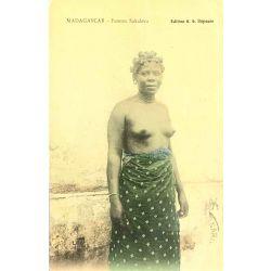 CPA madagascar femme sakalava, coulorié, Nu ethnique, edition A.G.