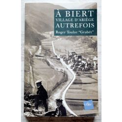 A Biert, village d'Ariège autrefois Roger Toulze avec envoi de l'auteur
