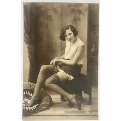 cpa-461-pisa-jeune-femme-aux-cheveux-courts-assise-jambes-annees-20-vintage-postcard-from-the-1920